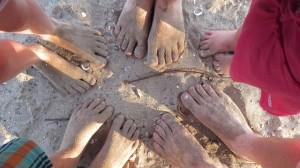 barefoot-414385_640
