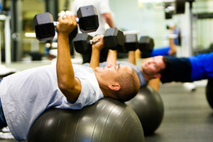 Men lifting weights and battling Muscular Dysmorphia