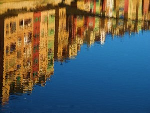 reflection-101005_640