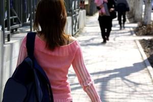 walking-386718_640