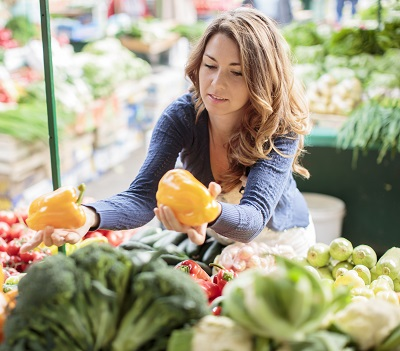 Young woman on meal plan at the market