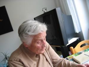 Grandma-441405_640x480