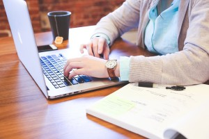 Lady using laptop for Online Support for Eating Disorder Recovery