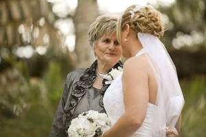 grandma and bride-663206_640x426