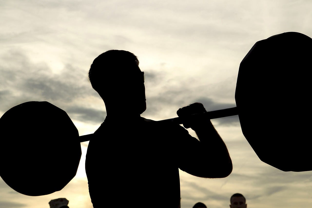 Man lifting weights while suffering from Compulsive Exercise